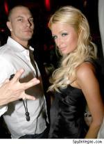 Paris lufter brysterne Paris Hilton,
