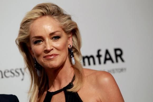 Sharon Stone splitterravende nøgen! sharon stone