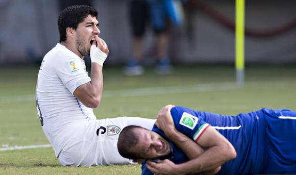 FIFA udelukker Suárez fra fodbold! FIFA, Suarez, Uruguay, bid, bite