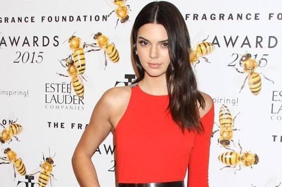 Festglad Kendall Jenner flasher bryst! kendall jenner, kim kardashian