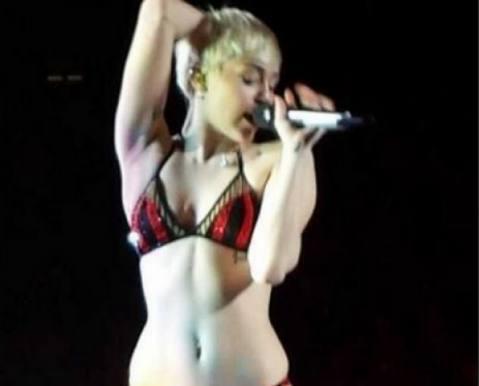 Miley Cyrus måtte optræde i undertøj! Miley Cyrus, undertøj, Bangerz