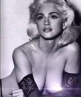 Madonna i topløs fejring! madonna