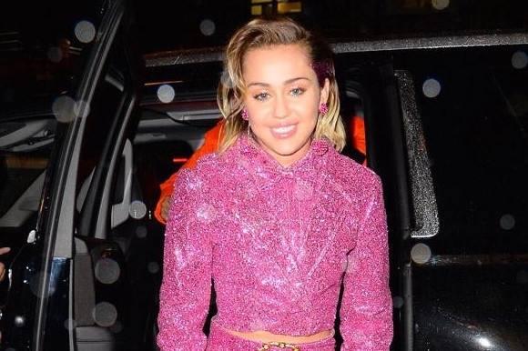Miley lykkelig: Finder sammen med skuespiller! miley cyrus, liam hemsworth