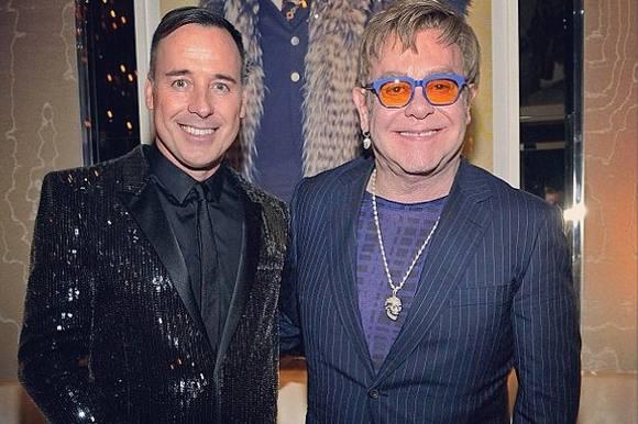 Elton John gifter sig med sin fyr! elton john, david furnish