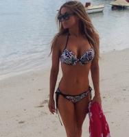 Bikini-hot Carmen Electra viser hud! carmen electra, baywatch