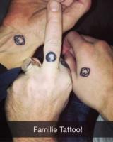 Familien Helmig har alle fået ulovlige tatoveringer! Helmig, Thomas, Renée, tatovering