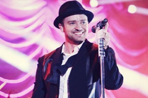 Justin Timberlake overfaldet! Justin Timberlake, overfaldet, golfturnering