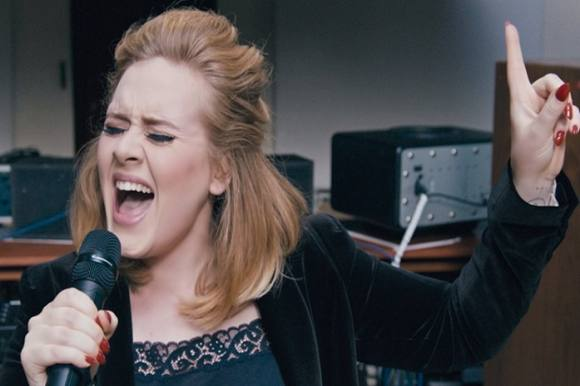 Adele hyldede ofrene i Bruxelles! O2 Arena i London,Adele,Bruxelles