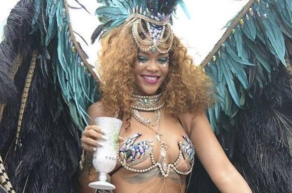 Video: Rihanna viser hud til karneval! rihanna, lewis hamilton