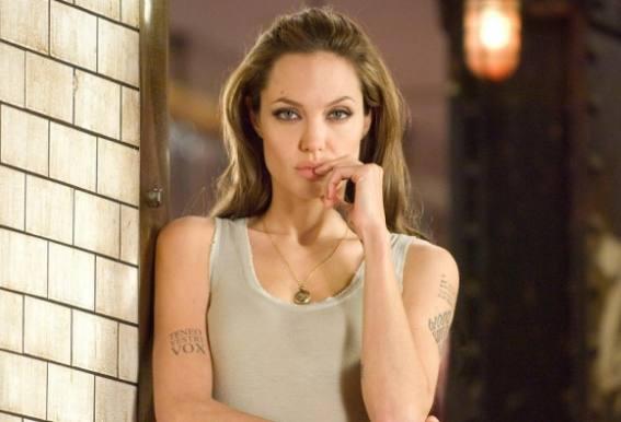 Angelina Jolie skal opereres igen! Angelina Jolie, Brad Pitt, gift, brystkræft, sex, nøgen, operation