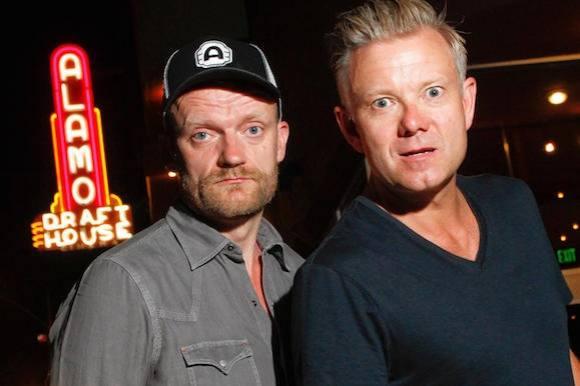 Se Casper og Frank i nøgen krammer! casper christensen, frank hvam, klovn