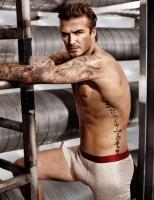 Se video: Halvnøgen David Beckham David Beckham, nøgen, h&m, h og m