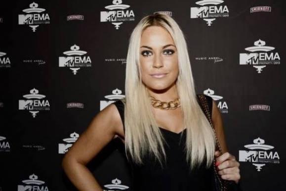 Amalie flasher baller i fræk g-streng! amalie Szigethy, paradise hotel