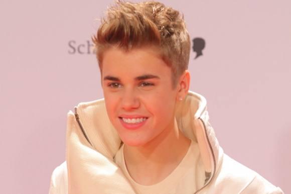 Justin Bieber kastede æg i nabokrig! Justin Bieber, nabo, kæreste, sex, nøgen