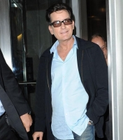 Video viser Charlie Sheen give blowjob! charlie sheen
