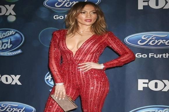 Jennifer Lopez i afslørende catsuit! Jennifer Lopez, American Idol