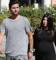 Kardashian smider manden på porten! kourtney kardashian, scott disick, kim kardashian