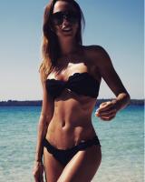 Se Medinas frække bikini-billede! medina, remee
