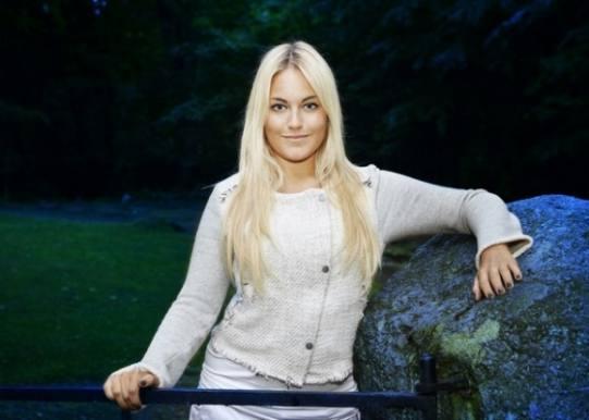 swingers guide Amalie Szigethy bryster