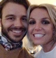 Her viser Britney sin nye fyr frem! britney spears, charlie ebersol