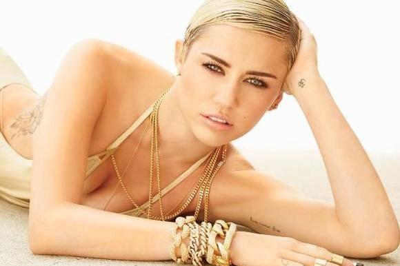 Lårkort og fræk: Miley i dansk design! miley cyrus, mode