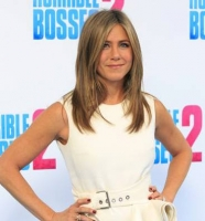 Jennifer Aniston glad for ekstra v�gt! jennifer aniston, venner, hollywood