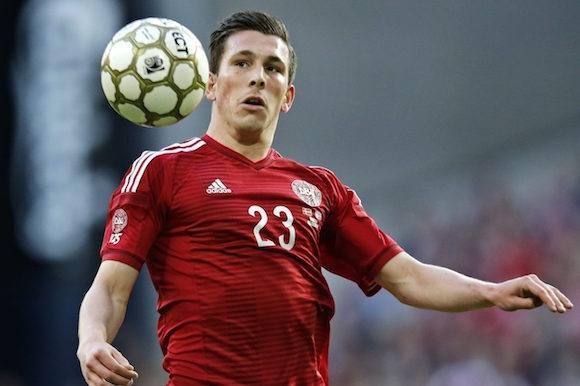 Landsholdsspiller scorer hot blondine! Pierre Emile Højbjerg, landsholdet