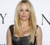 Pamela er sidste nøgenmodel i Playboy! Pamela anderson