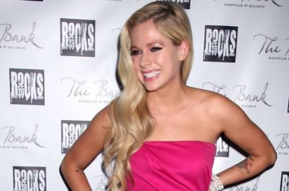 Avril Lavigne: Jeg har alvorlig sygdom! avril lavigne, chad kroeger