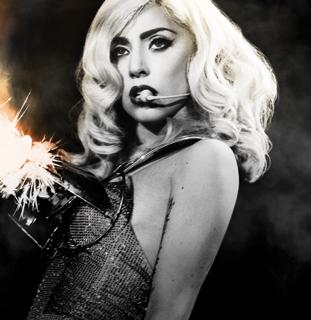 Lady Gaga blotter sig ! Lady gaga, gossip, tvguide.dk,