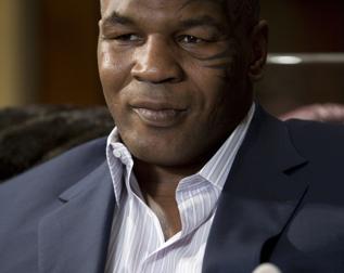 Tyson brækkede næsen på Steve O ! Mike Tyson, SteveO, Jackass, Charlie Sheen