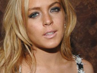 Lindsay Lohan overfalder fotograf ! lindsey lohan, tvguide.dk, gossip,