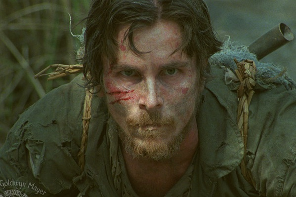 Her bliver Christian Bale slået ned! Christian Bale, The Flowers of War,