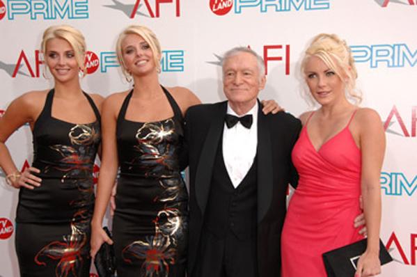 Playmate-tvillinger i Big Brother! Playboy, Hugh Hefney, Kristina Shannon, Karissa Shannon,