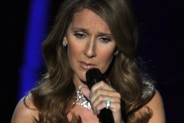 Celine Dion flasher publikum! Celine Dion,