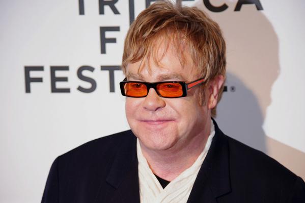 Elton John forgiftet! Elton John,