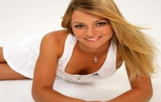 Caroline Wozniacki: I dyst med bikini model Caroline Wosniacki