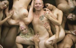 Casper smider tøjet i Klovn film- tvivl om hans penis ! Casper christensen, frank hvam , klovn,