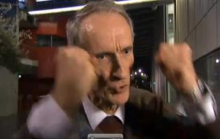 Bertel Haarder amok på DR journalist ! dr, haarder,