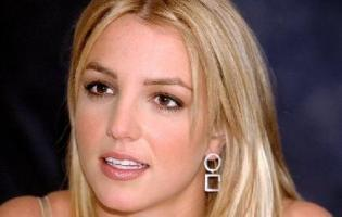 Britney sagsøgt af tidligere bodyguard Britney Spears