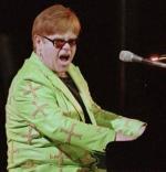 Elton er sur på minister Elton John, John Howard