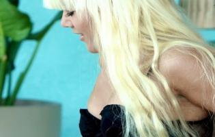 Ida Amalie nøgen i sin nye vulgære video ! paradise hotel,ida amalie,