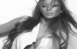 Jackie Navarro single og klar til fest Jackie Navarro, Oliver Bjerrehus