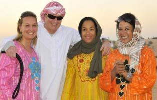 Jarl Friis-Mikkelsen med 3 damer i Dubai ! Jarl Friis-Mikkelsen,