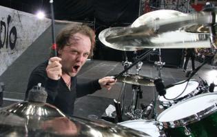 Lars Ulrich, ridder af Dannebro? Lars Ulrich, Metallica, Connie Nielsen