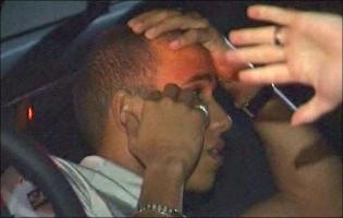 Lewis Hamilton anholdt i nat i Melbourne ! Lewis hamilton