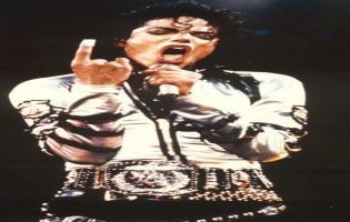 Michael Jackson i massiv dækning på DR1 i dag Michael Jackson, mindehøjtidelighed