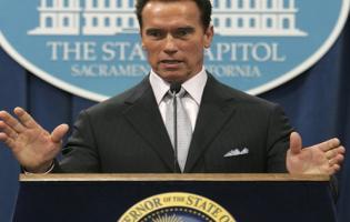 Schwarzenegger frikender morder og går af ! Schwarzenegger,