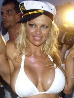 Pam vil åbne stripklup Pamela Anderson, strip, stripklub, Finland